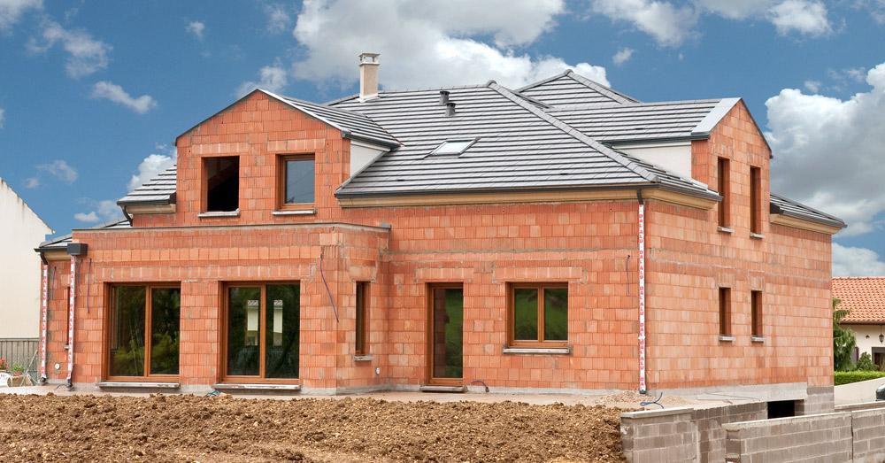Maison en brique de terre cuite ventana blog - Construire une maison en terre ...